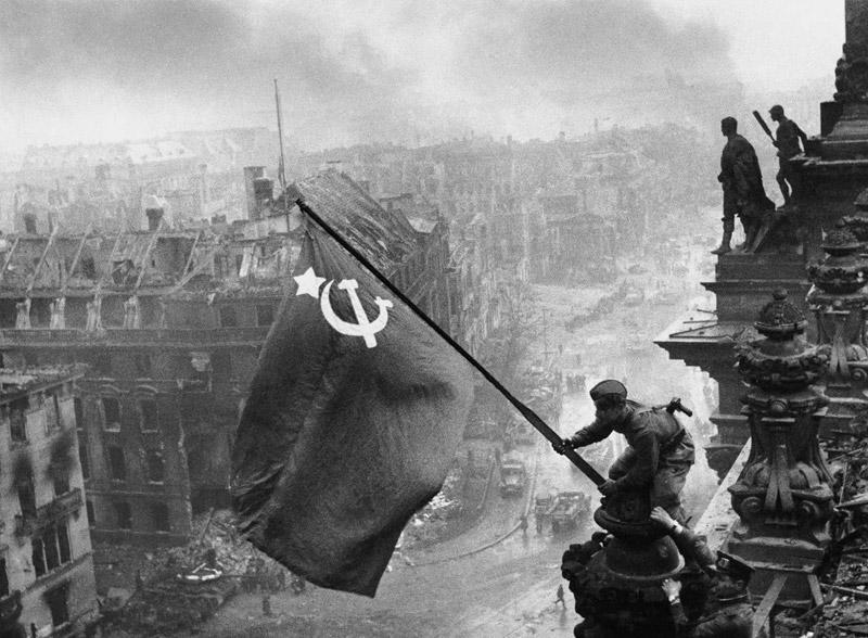 Ενάντια στην αντικομμουνιστική υστερία!