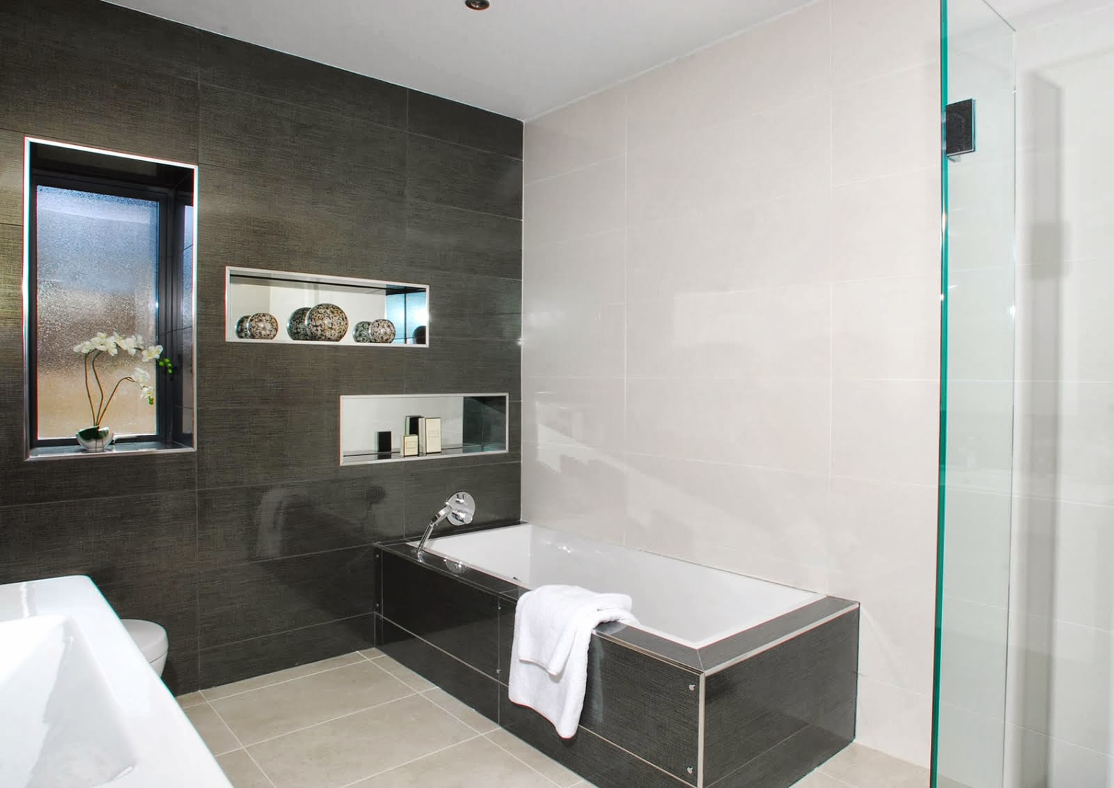 Bathroom design ideas uk for Restroom ideas