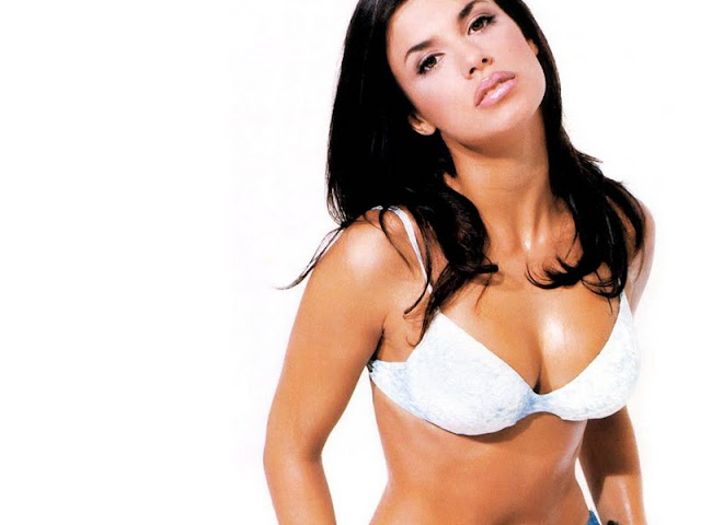 Elisabetta Canalis sexy in swimwear