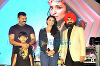Parineeti Chopra & Arshad at Mulund Carnival Festival 2013 Grand Finale
