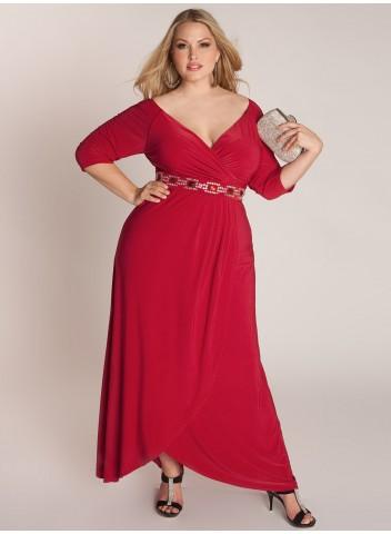 Полная женщина в красном платье