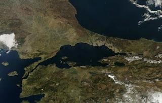 Οι Τούρκοι απειλούν ότι θα κλείσουν τα Στενά στον Βόσπορο