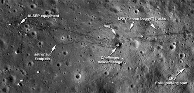 hasil foto sampah di bulan
