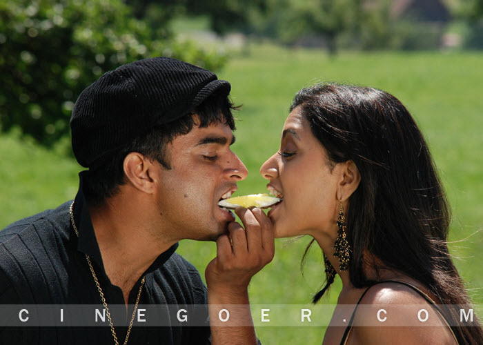 Hot Malayalam Mallu Actress gallery: Lip kiss