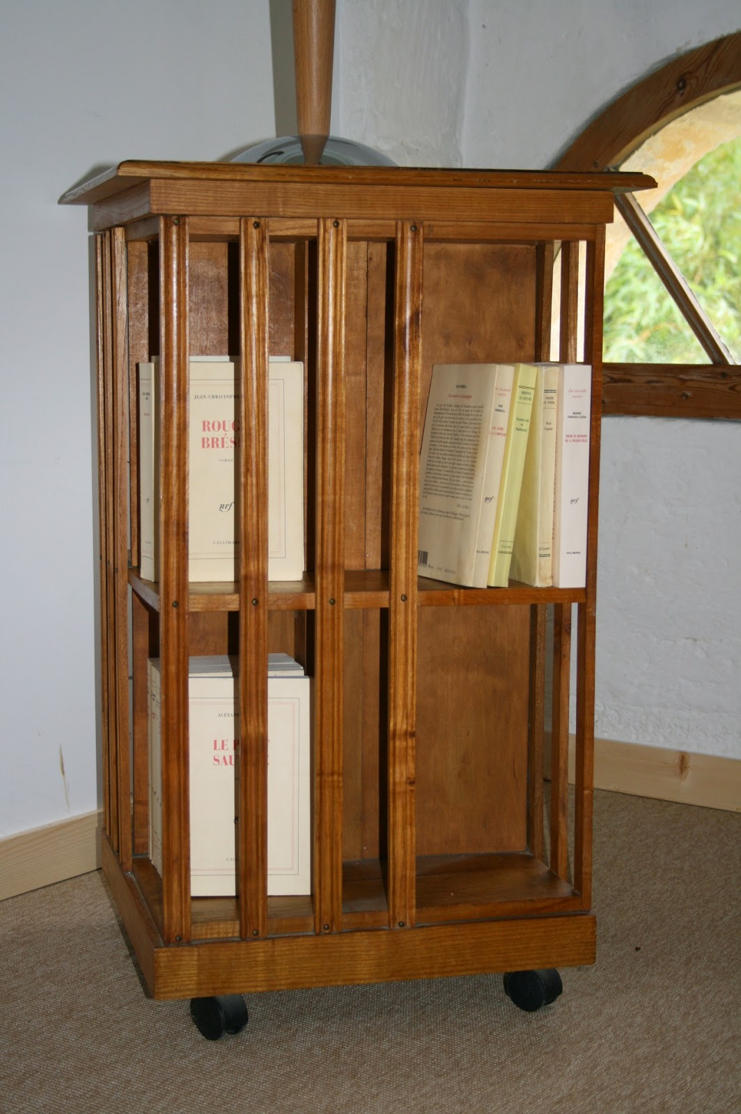 c 39 est la re cr ation vintage scolaire vintage coup de c ur biblioth que tournante. Black Bedroom Furniture Sets. Home Design Ideas