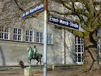 "Intersection of ""An der Kunsthalle"" and ""Ernst-Merck-Straße"" with ""Der junge Reiter"" statue by Hermann Hahn"