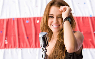 Miley cyrus sing a song with cute smile best wallpaper