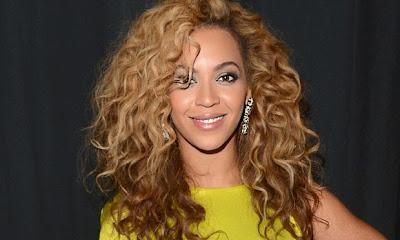 Morenas com cabelos loiros