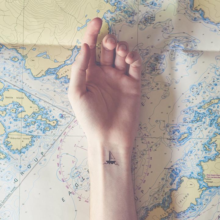 "Extravagantes ""Tatuajes Diminutos"" junto con su paisajes paralelo"