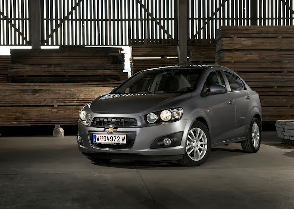 Spesifikasi Lengkap dan Harga Chevrolet Aveo Sedan Terbaru