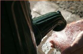 Que la fuente de la que bebes, nunca vierta agua amarga....