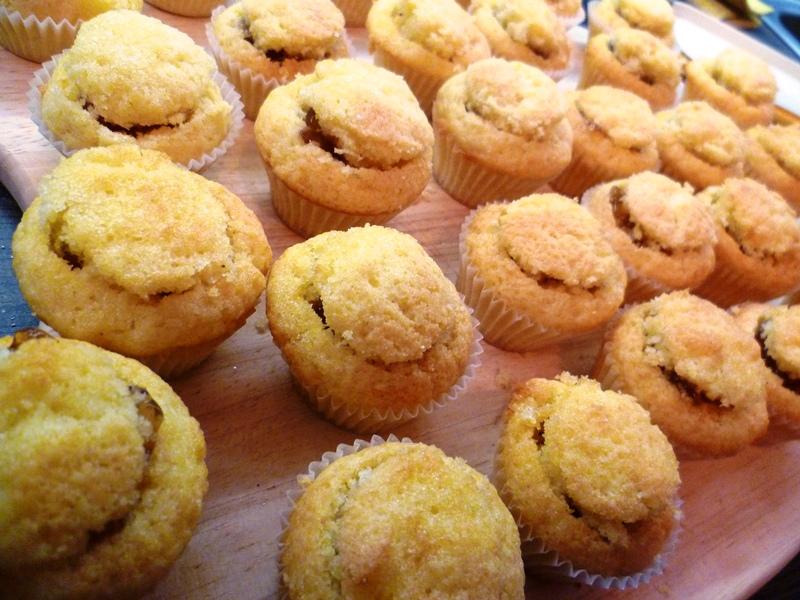 bentown mini cupcakes mit schwarztee gelee f llung und schoko karamell frosting. Black Bedroom Furniture Sets. Home Design Ideas
