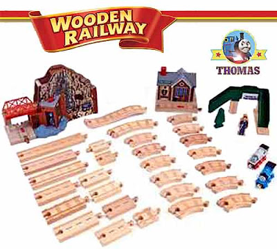 Great Discovery Thomas wooden railway set large quantity of smaller curved track sections provided