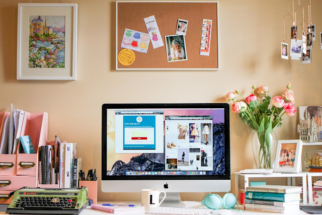 The office space of blogger @findingfemme