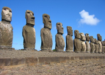 patung Moai chili Tempat Wisata terkenal di dunia