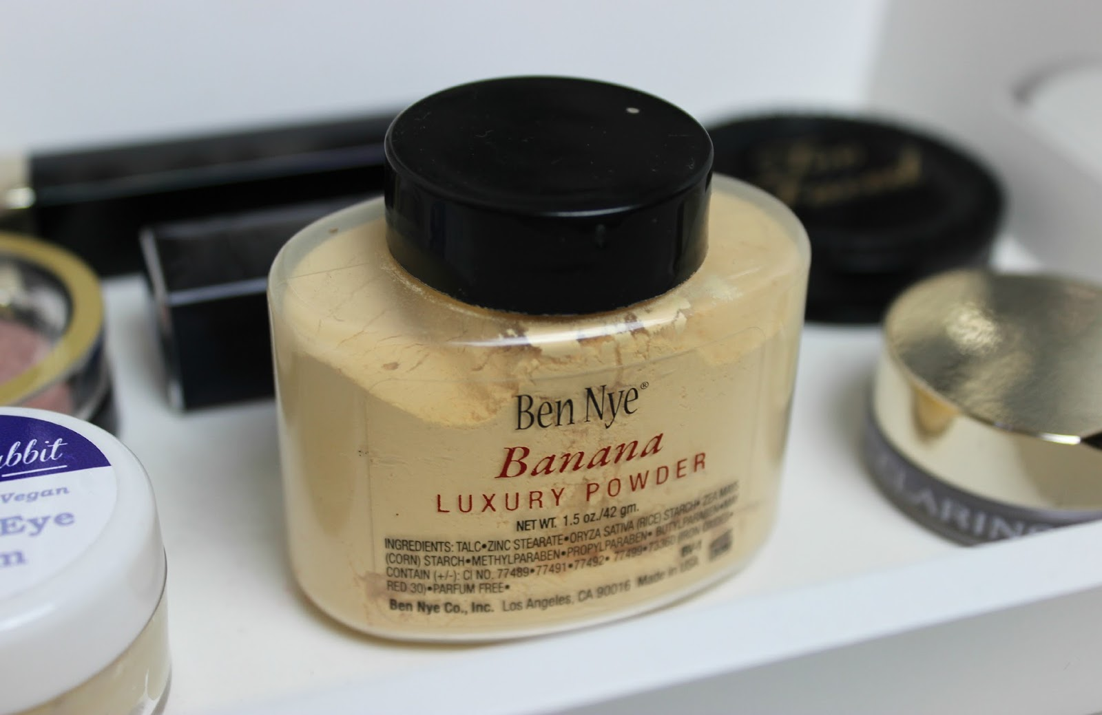 A picture of Ben Nye Banana Luxury Loose Powder