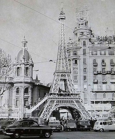 http://www.4shared.com/download/1JwkS4Giba/Torre_Eiffel-1966-Taxis.jpg