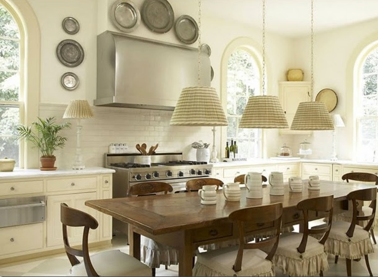 Sugar spice in the land of balls sticks cottage kitchens - Decorating with plates in kitchen ...