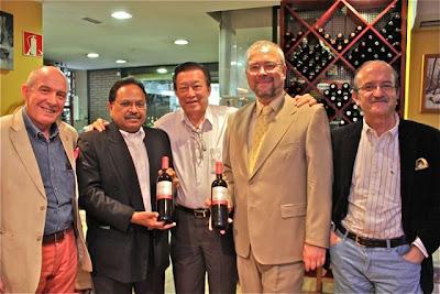 Javier Gila, embajador de Malasia, Jimmy, Embajador de Croacia y Jesús Flores. Blog Esteban Capdevila