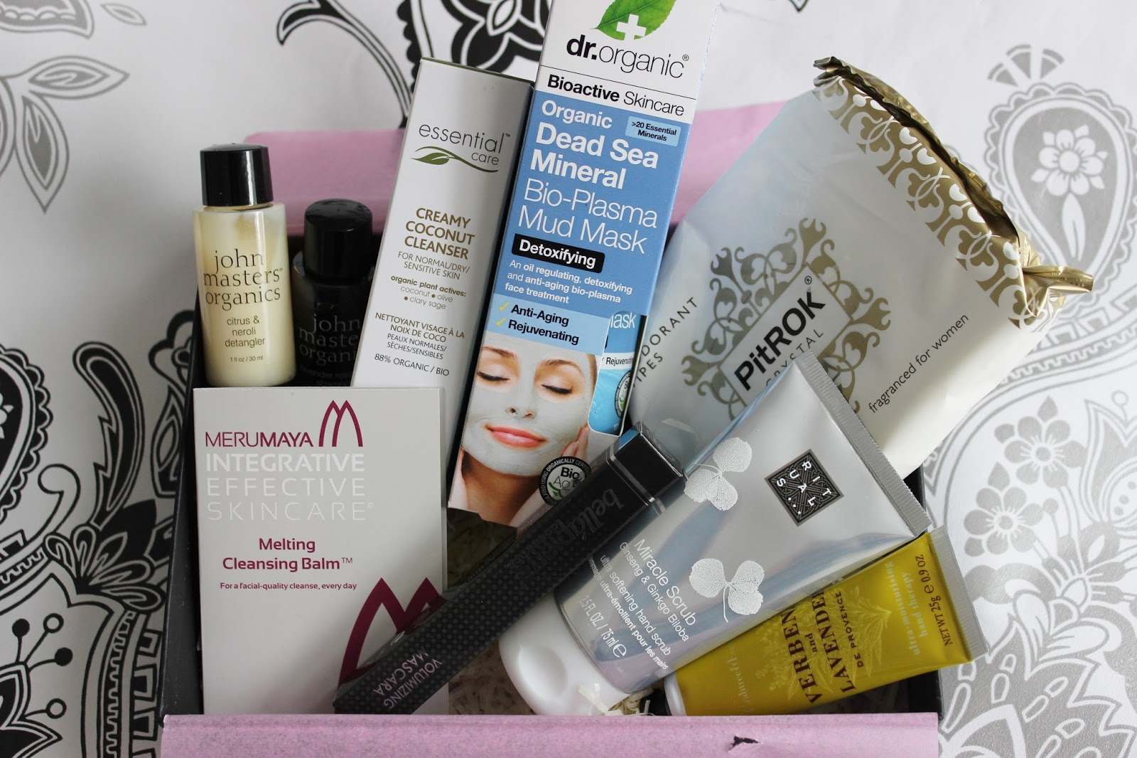 Latest in Beauty Beauty Bible loves box contents