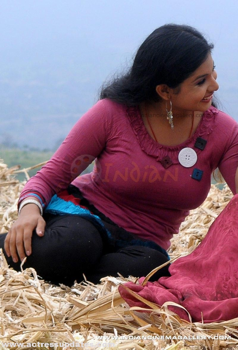 Malayalam Anchor- Veena Nair hot photos Veena Nair Malayalam Anchor