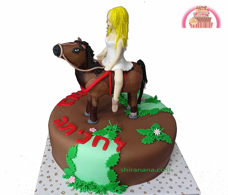 עוגה מעוצבת מבצק סוכר רוכבת סוסים