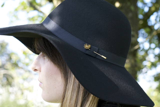 black floppy hat maison scotch