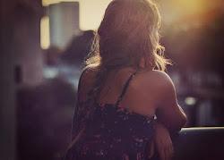 Y ahora me siento sola, sin nadie que me acompañe..