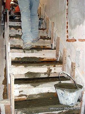 Construir en madera llenado del cofre de madera de la for Escaleras de madera para construccion