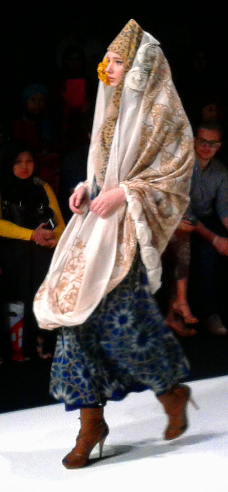 Throwback to jakarta fashion week 2014 nur zahra jenahara dian throwback to jakarta fashion week 2014 nur zahra jenahara dian pelangi stopboris Images