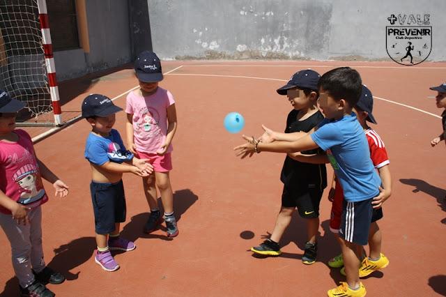 juego globo agua escuela verano