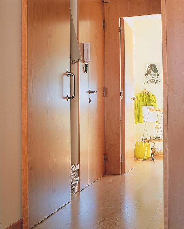 Idea para tu pasillo la madera decorando interiores - Montar puertas correderas ...