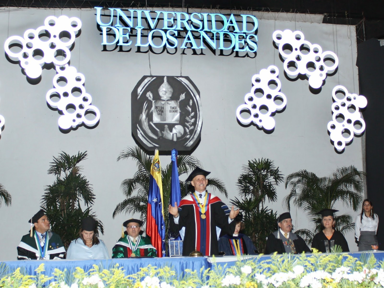 El rector Bonucci animó a luchar por la pluralidad dentro y fuera de la Universidad. (Foto: Moisés Vivas)