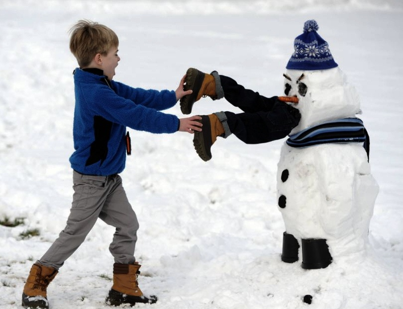 download its about Snowman Eating Child pic