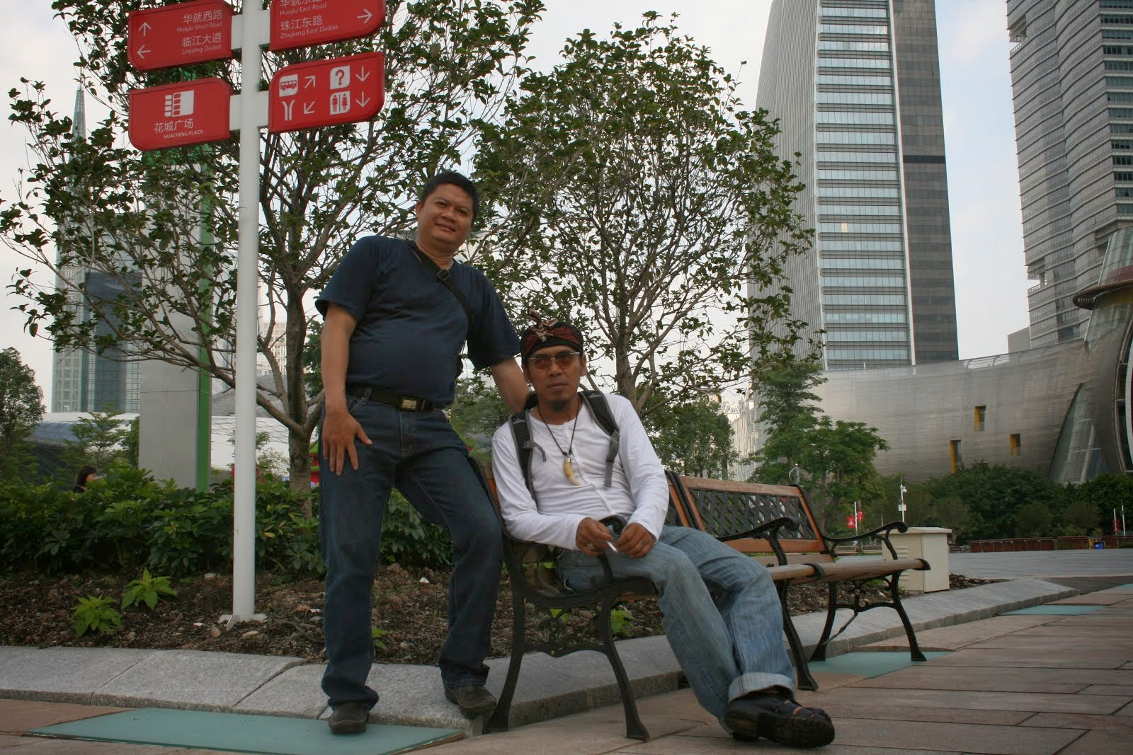 Bersama Budi Dalton (Ketua Brotherhood Indonesia), China. 2011