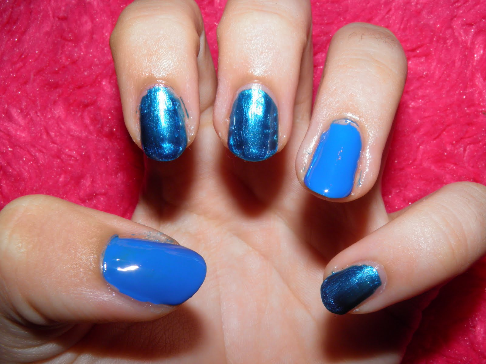 Todo Sobre Manos y Pies: Uñas pintadas y Decoradas con color Azul