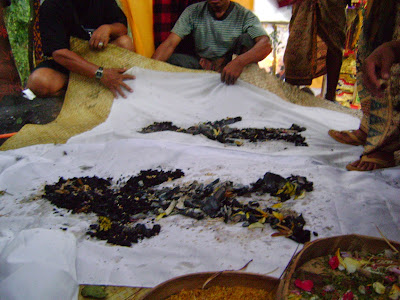 Upacara Ngaben Kolektif di Antiga Karangasem