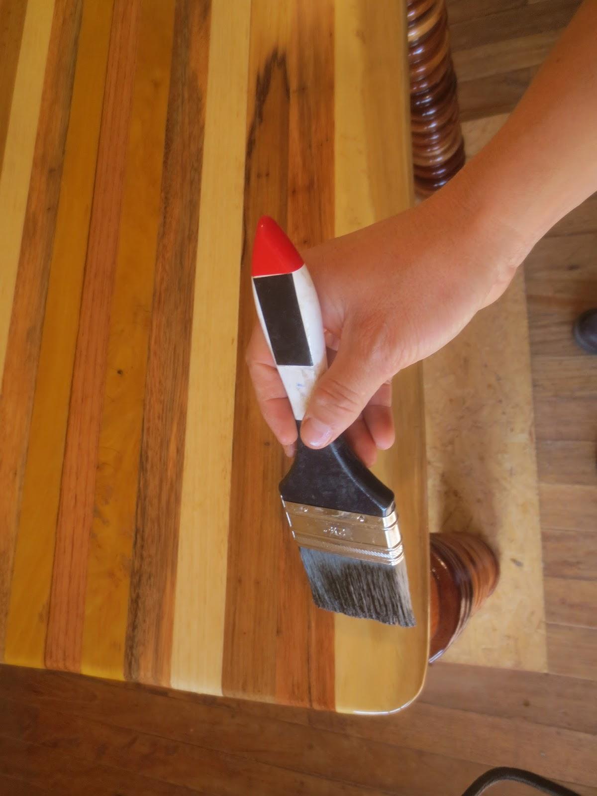 Decoraciones manualidades en madera como aplicar el - Como barnizar una puerta de madera ...