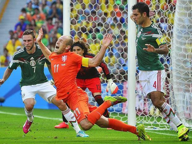 http://www.rp-online.de/sport/fussball/wm/andere-teams/wm-2014-arjen-robben-und-klaas-jan-huntelaar-retten-niederlande-gegen-mexiko-aid-1.4350807