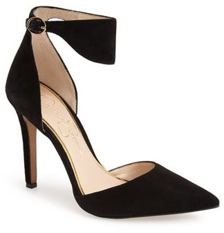 Jesssica Simpson black pumps