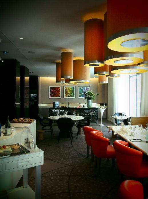 l 39 initial nouveau restaurant du sofitel arc de triomphe madame r ve paris. Black Bedroom Furniture Sets. Home Design Ideas