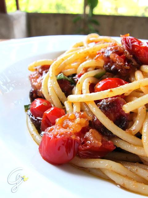 Spaghettoni con pomodorini fritti - Fried tomatoes spaghetti