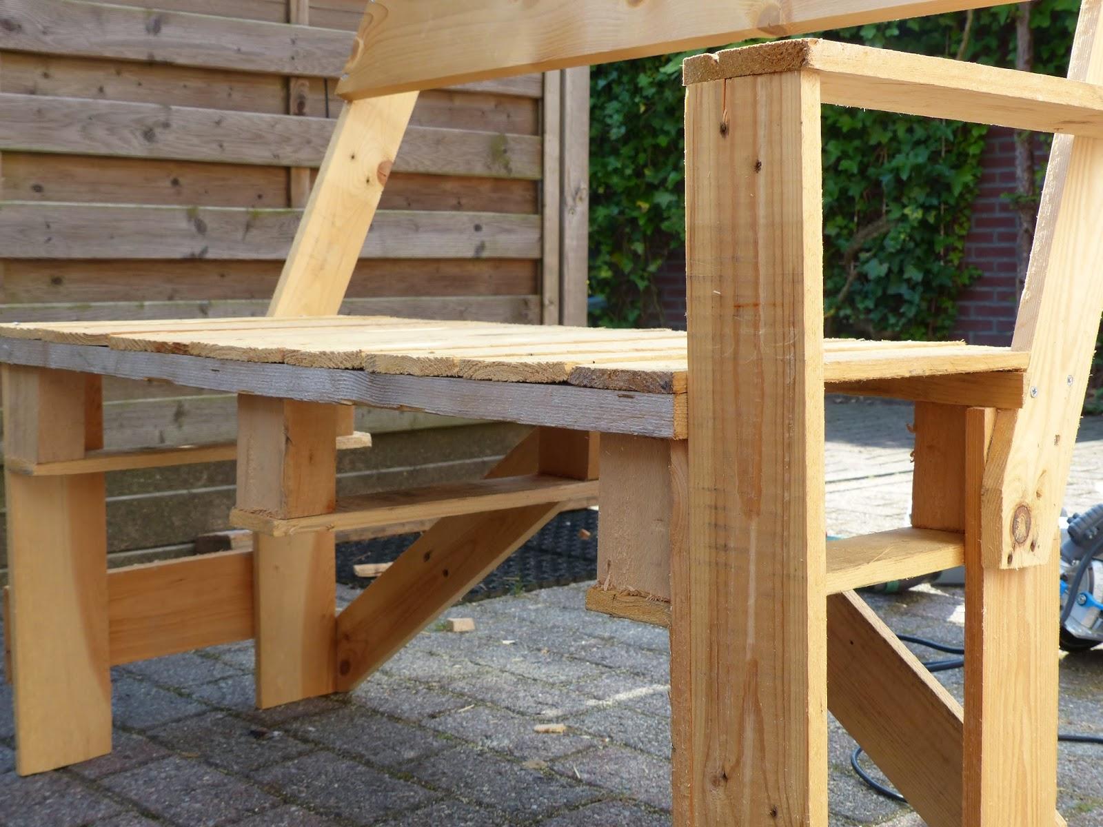 Sendsomeloveblog: Bench made of pallets / Bankje van pallets