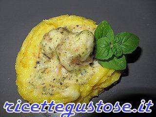 http://www.ricettegustose.it/Secondi_vari_1_html/Cestini_di_patate_e_polpettine.html