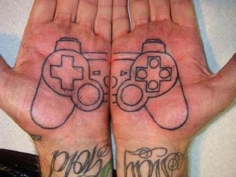 Gambar foto tangan PlayStation unik keren.