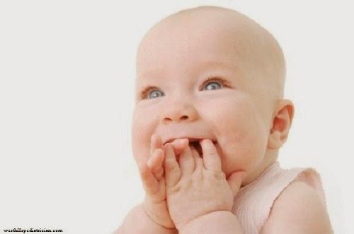 Humour bébé fille mort rire