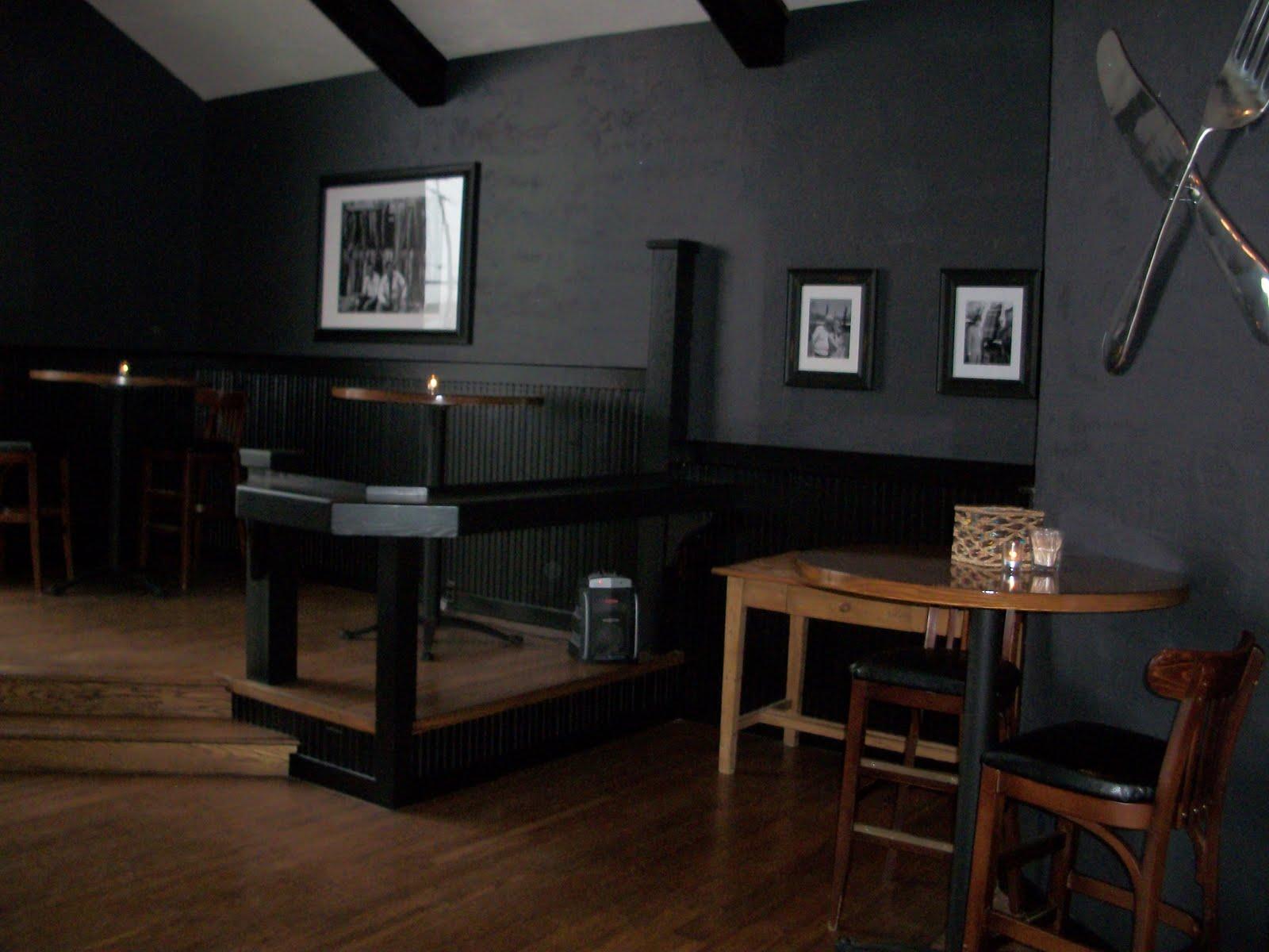 3 Elles: Blu City Tavern