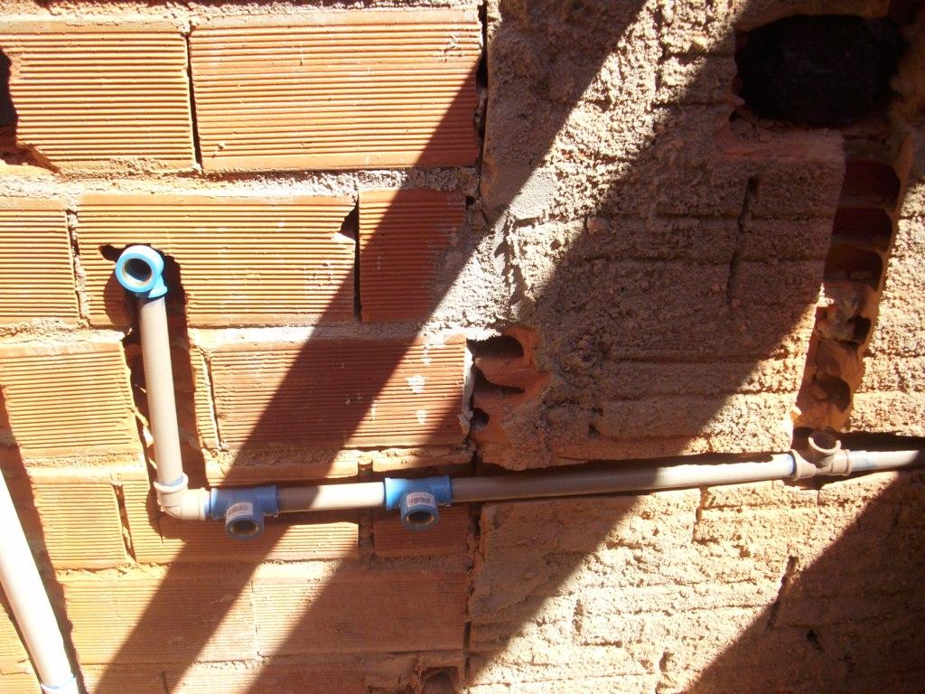 Aqui já tínhamos feito o encanamento da água. É além de pedeiros  #1892B3 1024x768 Banheiro Com Cheiro De Esgoto O Que Fazer