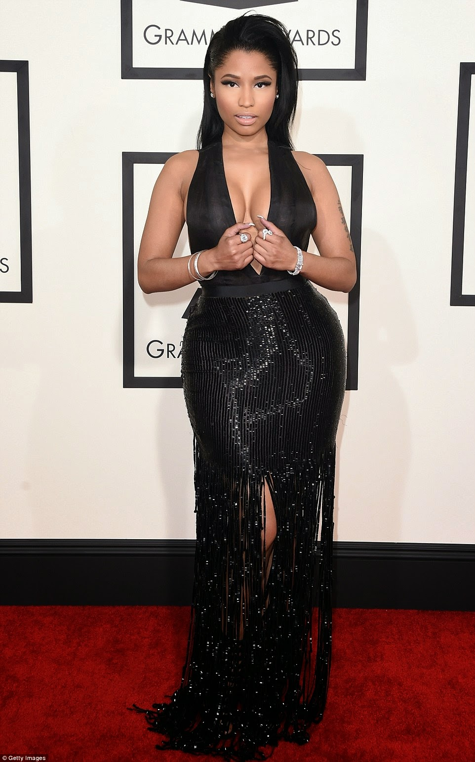 Nicki Minaj dazzled with sexy dress on 2015 Grammy's red carpet pic 1