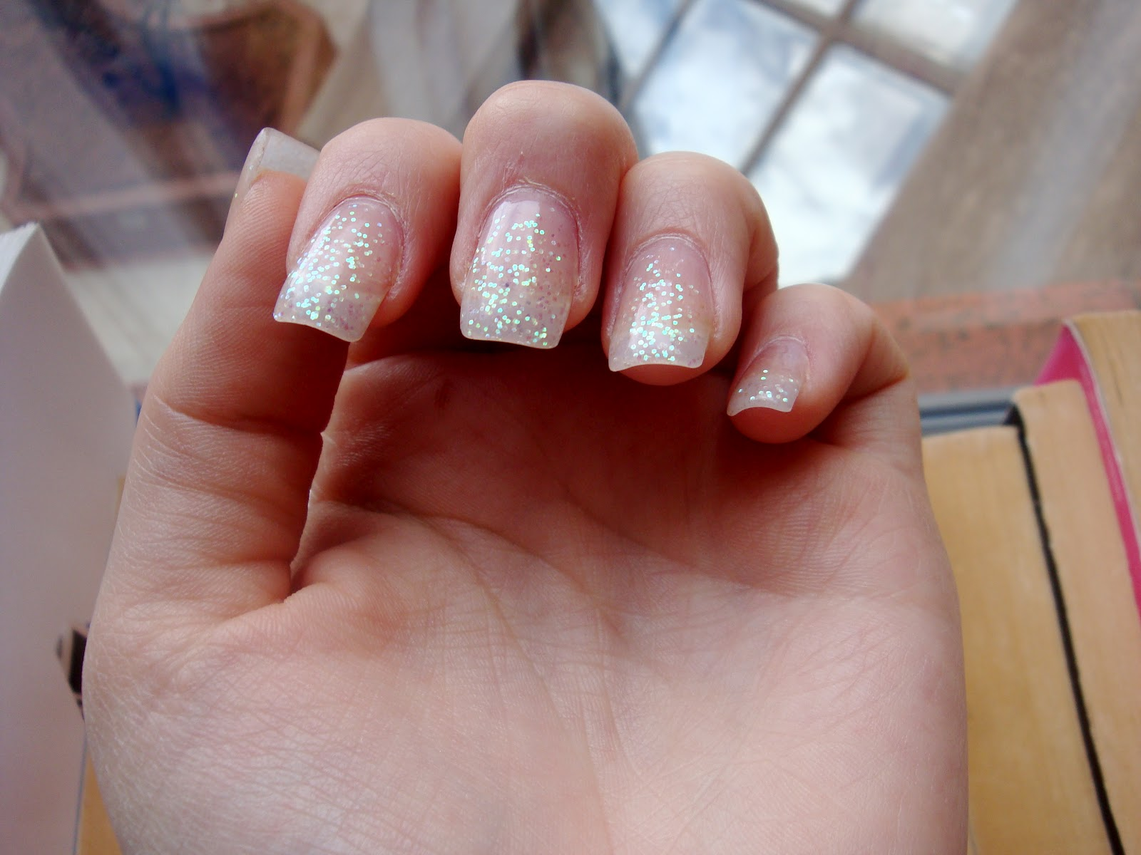 College Cosmetic: Glitter Gel Manicure